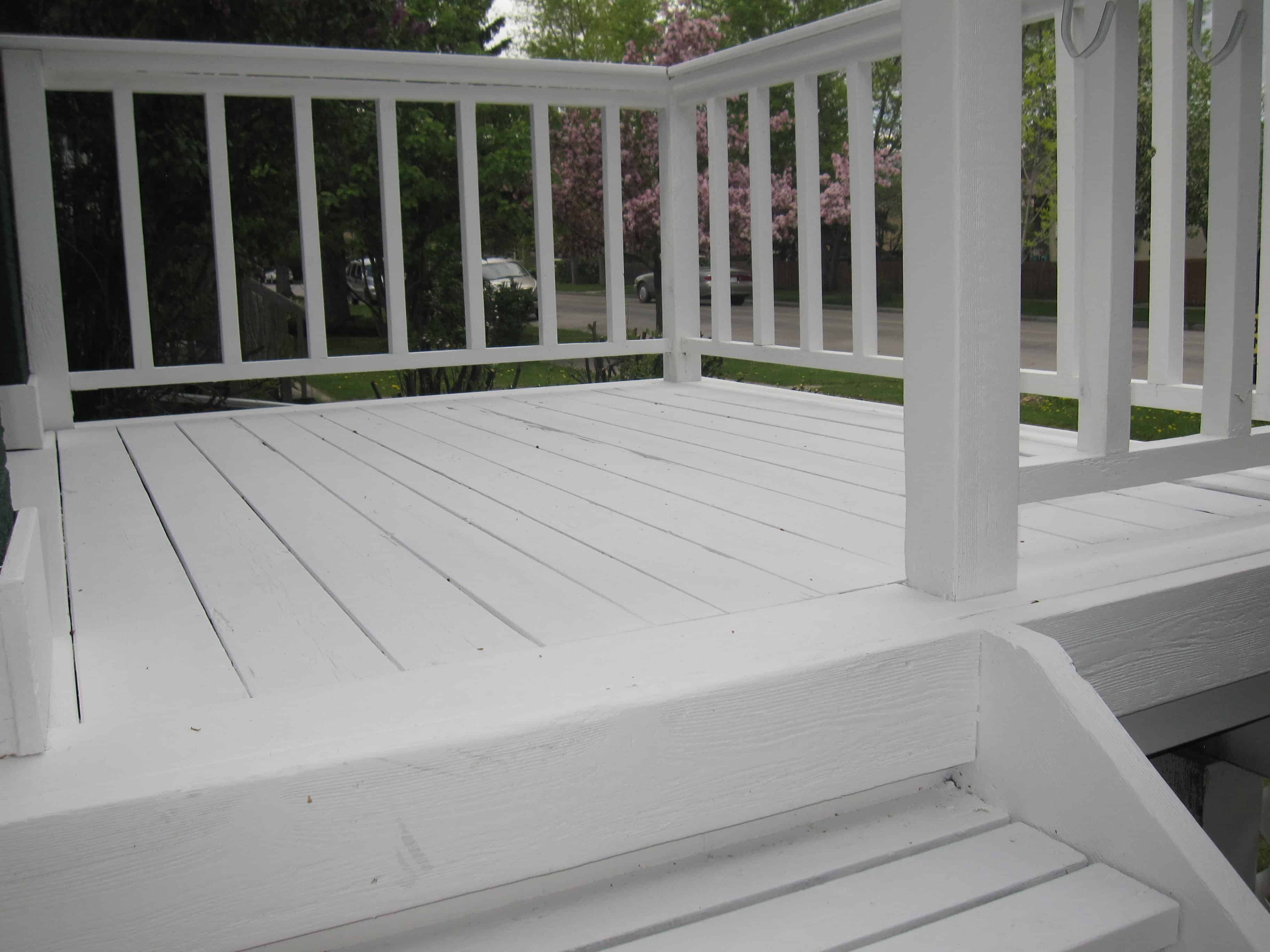 Picture showing the brilliant white deck after applying Flood stain